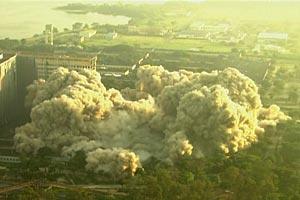 Implosão no Fundão
