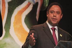 Orlando Silva continua no Ministério dos Esportes.