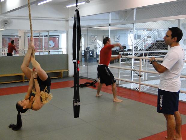 Exercícios com a corda fortalecem a musculatura