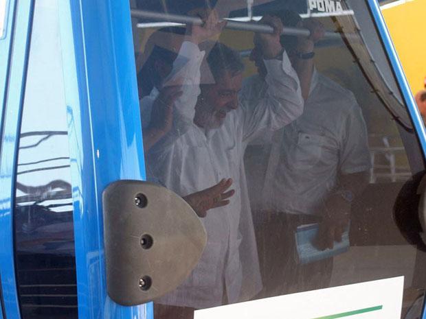 Lula viaja no teleférico do Alemão