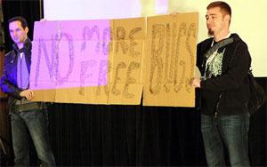 Especialistas fazem campanha pelo fim do compartilhamento gratuito de informações sobre falhas.