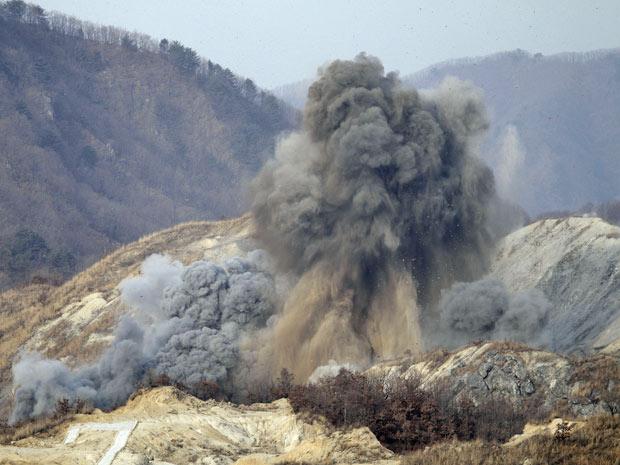 Bombas explodem no maior exercício militar de terra e ar do ano na Coreia do Sul