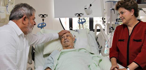 Lula e Dilma visitaram José Alencar em hospital na manhã desta quinta-feira.