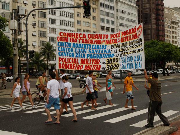 Protesto contra valor pago a shows de fim de ano no Rio