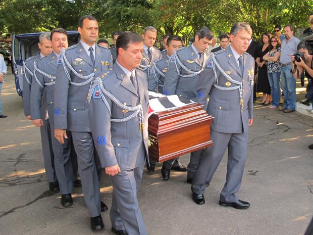 Corpo do ex-governador Orestes Quércia chega ao cemitério do Morumbi