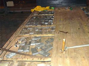 Droga era transportada em fundo falso na carroceria de caminhão