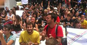Estudantes protestam no Planalto contra aumento para parlamentares (Nathalia Passarinho / G1)