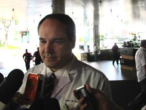 Médico Paulo Hoff, no Hospital Sírio-Libanês, fala sobre nove exame em José Alencar