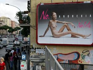 Cartaz com a modelo Isabelle Caro, exposto em Roma, em 2007