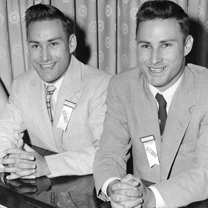 Richard Herrick, à esquerda, recebeu o rim do seu irmão gêmeo, Ronald, em 1954.
