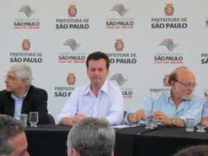 Prefeito Gilberto Kassab e governador Alberto Goldman assinam acordo para construção de alça de acesso