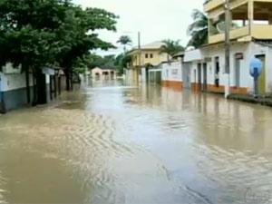 Chuva causa alagamentos em mais de 20 cidades no Espírito Santo