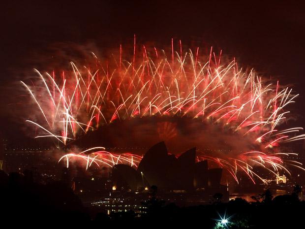 Show de fogos no céu de Sydney, na Austrália, neste sábado (1º).