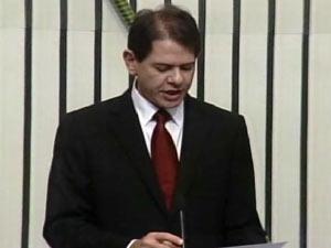 Cid Gomes foi empossado governador do Ceará na manhã deste sábado (1º) (Foto: Reprodução/TV Globo)