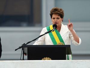 A presidente Dilma Rousseff  faz discurso no parlatório do Palácio do Planalto
