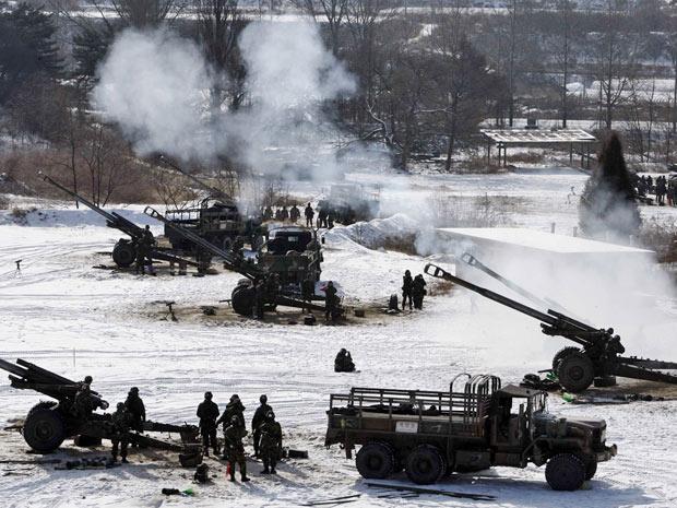 Exército sul-coreano em exercício militar em Chulwon, nesta segunda-feira (3)