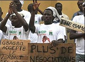 Partidários de Outtara fizeram manifestação em Abidjan nesta terça-feira (4).