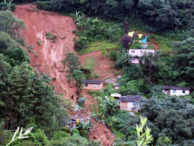 Deslizamento de terras causou prejuízo
