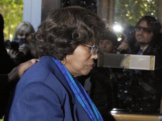 Katherine Jackson, mãe de Michael, também compareceu à audiência em Los Angeles nesta terça-feira (3). Ao longo das audiências, que devem durar até duas semanas, será decidido se Conrad Murray vai ou não a julgamento por homicídio culposo.