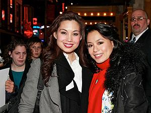 Natalie Mendonza e T.V. Carpio, durante a pré-estreia do musical em novembro