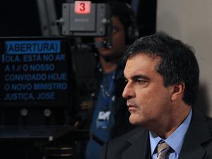 O ministro da Justiça José Eduardo Cardozo participa da gravação do programa 3 a 1, da TV Brasil