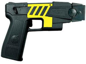 """Pistolas de ondas """"T"""", modelo M-26, foram compradas pelo Ministério da Justiça"""