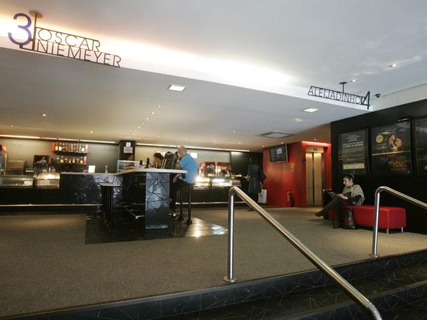 O Cine Belas Artes, que funciona na esquina da Rua da Consolação com a Avenida Paulista desde 1943. Ele fechará suas portas no dia 27 de janeiro e deve dar lugar a uma loja. (Foto: Felipe Rau/Agência Estado)