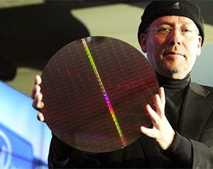 Executivo apresenta os novos chips da Intel, chamados de Sandy Bridge.