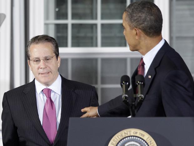 O presidente dos EUA, Barack Obama, ao lado de Gene Sperling, novo diretor do Conselho Nacional de Economia, durante entrevista em fábrica em Landover, no estado americano de Maryland.