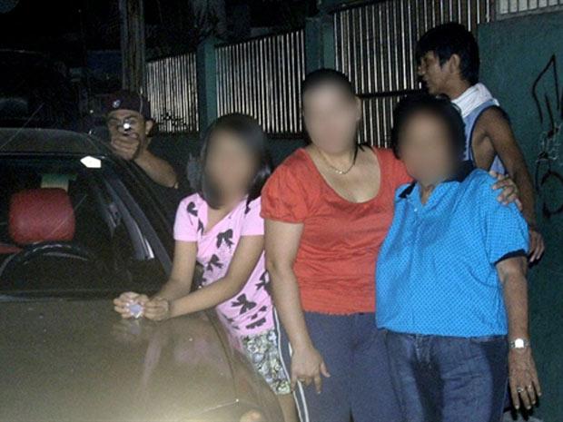 Foto cedida pela família mostra o momento do disparo pelo assassino do político filipino