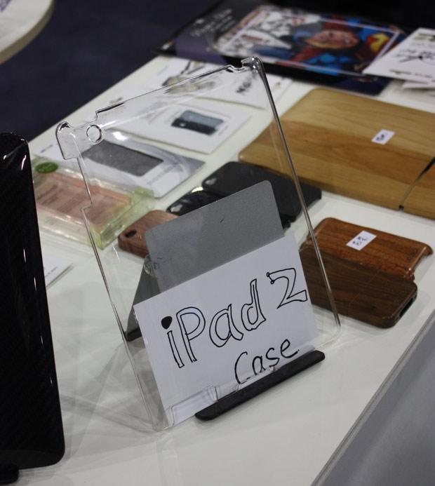 Capa para o suposto iPad 2, com abertura para câmera.