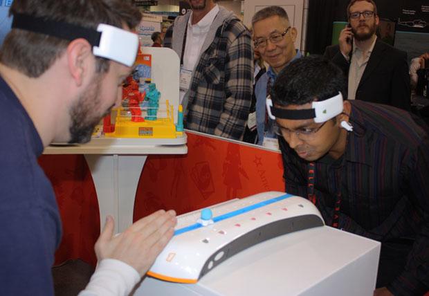 Uma nova versão do Mindflex, brinquedo que, segundo a Mattel, usa o nível de atividade cerebral como controle, permite o embate entre dois 'crânios'. Numa espécie de cabo-de-guerra mental, ganha quem conseguir se concentrar mais.