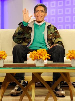 O locutor Ted Williams durante programa na NBC