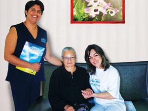 Elaine Alves (à esquerda.), franqueada da Home Angels