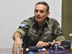 O general Paul Cruz durante entrevista
