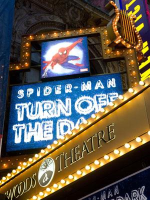Fachada do teatro Foxwoods, sede da montagem do musical do Homem-Aranha
