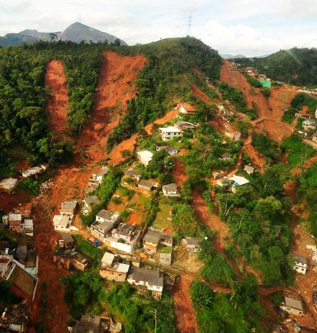 Imagem área mostra devastação em área de Nova Friburgo