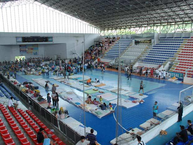 Ginásio Pedro Jahara está sendo usado como abrigo  em Teresópolis