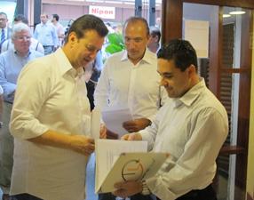 Kassab durante visita de orientação a restaurante