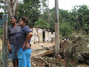 Casas ficaram destruídas após chuva em Teresópolis
