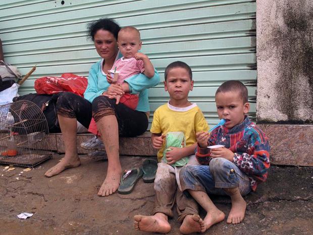 Família desabrigada em Teresópolis