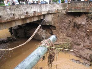 Ponte rachada em Teresópolis