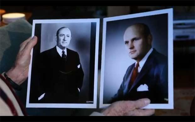 À esquerda, foto de Woodall Rodgers. À direita, retrato que aparece na prefeitura.