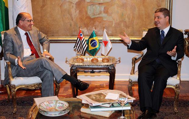 Os governadores Geraldo Alckmin e Antonio Anastasia em encontro no Palácio dos Bandeirantes
