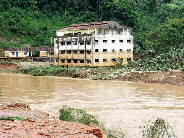 O pequeno município de São José do Vale do Rio Preto foi um dos mais castigados pela chuva