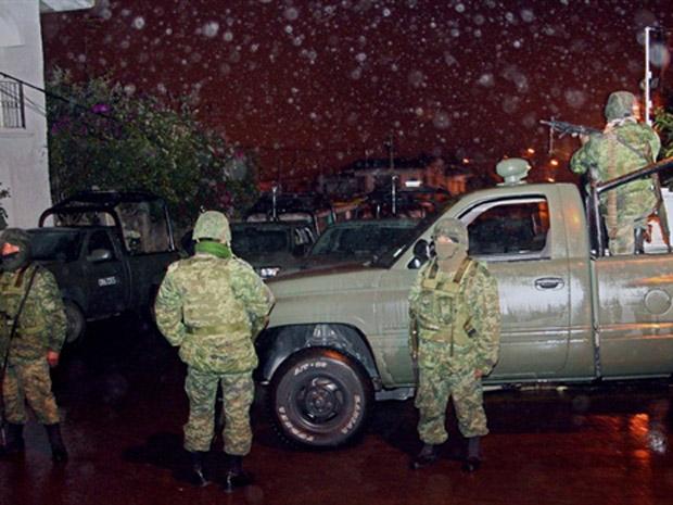 Soldados mexicanos após confronto com membros de gangue local em Xalapa. (13/01)