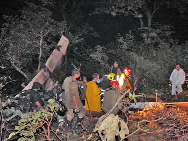 Avião caiu em morro na Região Metropolitana de Goiânia