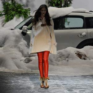 Desfile da Ausländer faz nevar na passarela (Flavio Moraes/G1)