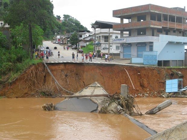 Temporal derrubou três pontes em Bom Jardim, na Região Serrana (Foto