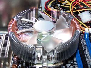 Ruído excessivo pode indicar um problema térmico no PC ou um programa (inclusive um vírus) sugando recursos do processador